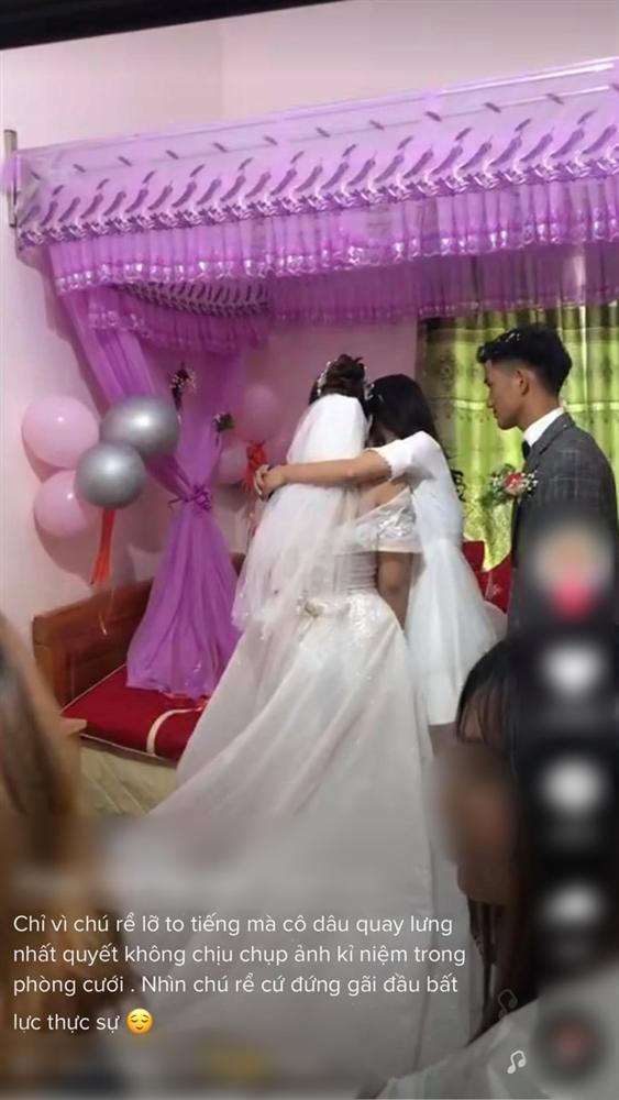 """Trong phòng tân hôn, người thứ ba"""" xuất hiện ôm cô dâu, ai ngờ nguyên nhân đến từ hành động khó hiểu của đôi nhân vật chính trong đó-3"""