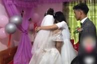 """Trong phòng tân hôn, """"người thứ ba"""" xuất hiện ôm cô dâu, ai ngờ nguyên nhân đến từ hành động khó hiểu của đôi nhân vật chính trong đó"""