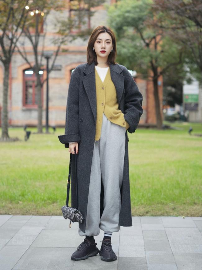 Street style Châu Á: Áo khoác dạ dáng dài phủ sóng, ngắm loạt 15 bức ảnh mà vỡ ra được bao nhiêu cách mix hay-2