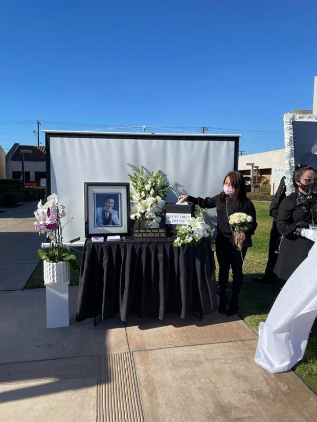 Hoàng Anh và vợ cũ cùng có mặt tại tang lễ cố NS Chí Tài tại Mỹ sau lùm xùm kiện cáo, công khai kề cận người tình tin đồn-1