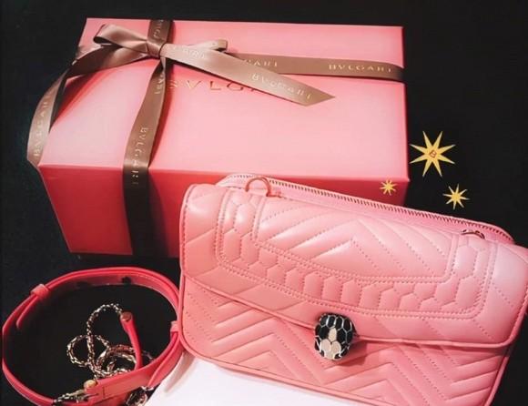 Lâm Tâm Như tặng con gái quà Giáng sinh sớm, giá tiền khiến dân tình xỉu lên xỉu xuống, lần này mẹ con Từ Hy Viên được đem ra so sánh-1