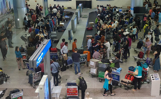 Khách nữ giật tóc, xô xát ngay tại băng chuyền sân bay Tân Sơn Nhất bị cấm bay-1