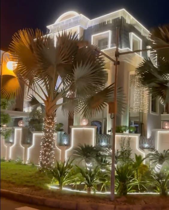 Không gian lung linh, ngập tràn ánh sáng bên ngoài biệt thự của vợ chồng Bảo Thy vào dịp Noel-4