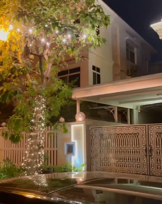 Không gian lung linh, ngập tràn ánh sáng bên ngoài biệt thự của vợ chồng Bảo Thy vào dịp Noel-5