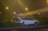 Ôtô 7 chỗ lao lên dải phân cách sau tai nạn ở TP.HCM