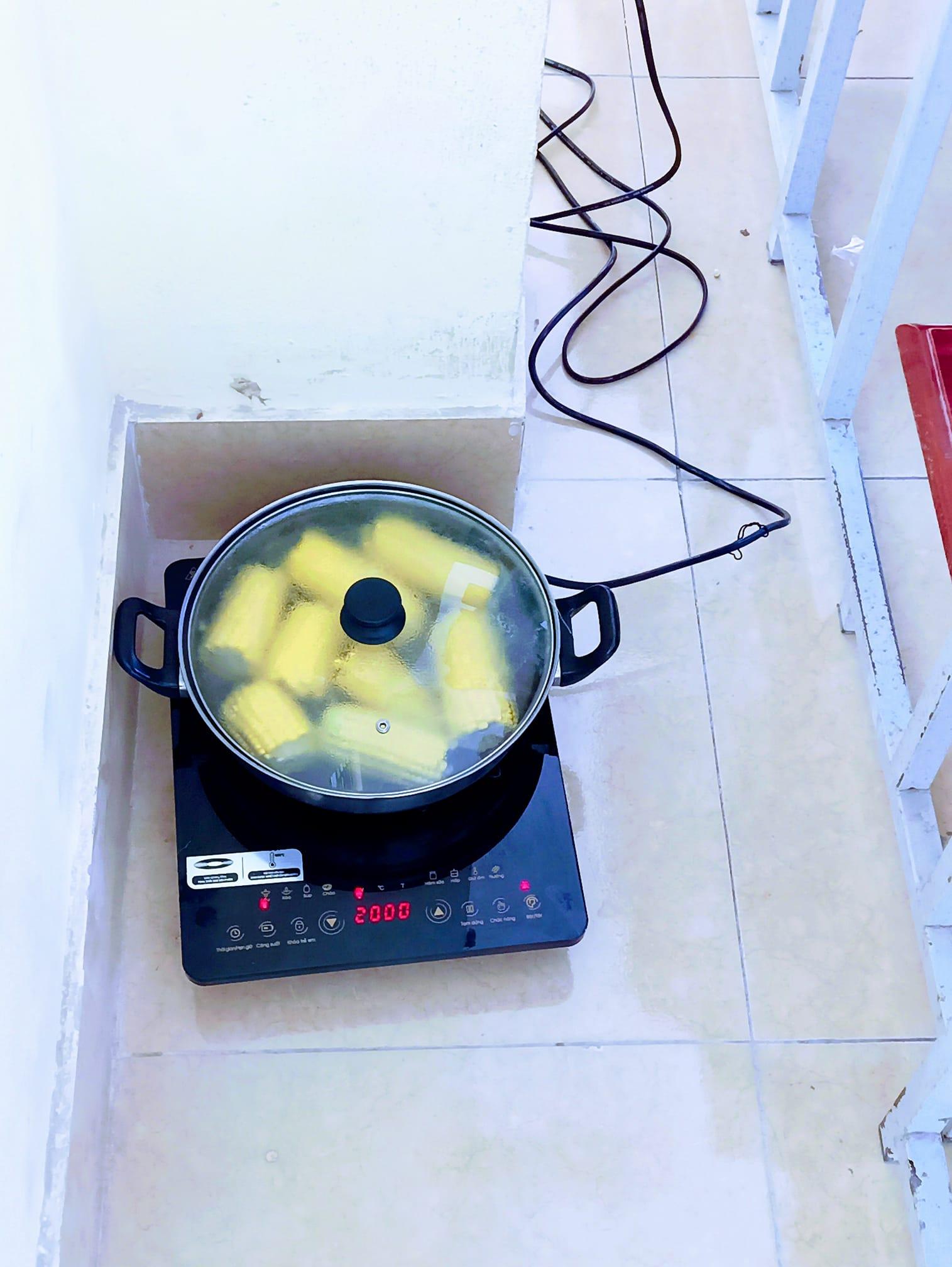 Khi trường học là ngôi nhà thứ hai: Học sinh mang cả... nồi cơm điện, ấm trà tới lớp sưởi ấm mùa đông-1