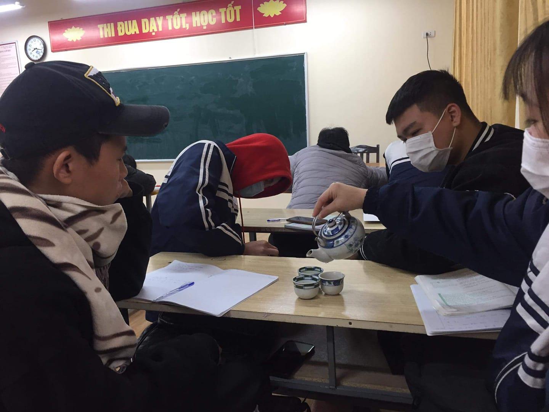 Khi trường học là ngôi nhà thứ hai: Học sinh mang cả... nồi cơm điện, ấm trà tới lớp sưởi ấm mùa đông-2