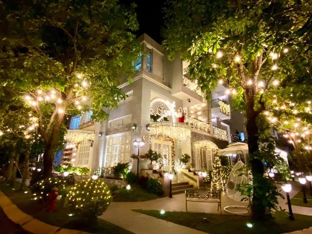 """Biệt thự 12 tỷ của Thúy Hạnh lên đèn đón Giáng sinh: Lộng lẫy và toàn góc sống ảo"""" như quán cafe, dàn sao Vbiz phải trầm trồ-1"""