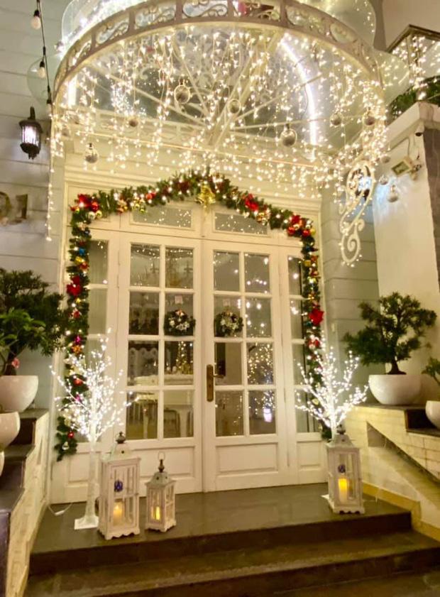 """Biệt thự 12 tỷ của Thúy Hạnh lên đèn đón Giáng sinh: Lộng lẫy và toàn góc sống ảo"""" như quán cafe, dàn sao Vbiz phải trầm trồ-2"""