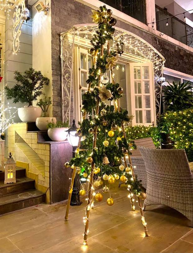 """Biệt thự 12 tỷ của Thúy Hạnh lên đèn đón Giáng sinh: Lộng lẫy và toàn góc sống ảo"""" như quán cafe, dàn sao Vbiz phải trầm trồ-4"""