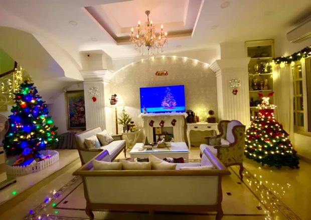"""Biệt thự 12 tỷ của Thúy Hạnh lên đèn đón Giáng sinh: Lộng lẫy và toàn góc sống ảo"""" như quán cafe, dàn sao Vbiz phải trầm trồ-5"""