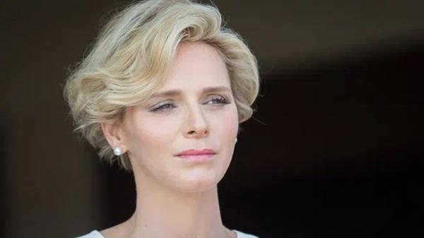 Lộ khoảnh khắc đôi mắt u sầu đằng sau mái tóc cạo nửa đầu nổi loạn của Vương phi Monaco: Chưa từng có lấy một ngày hạnh phúc trọn vẹn!-2