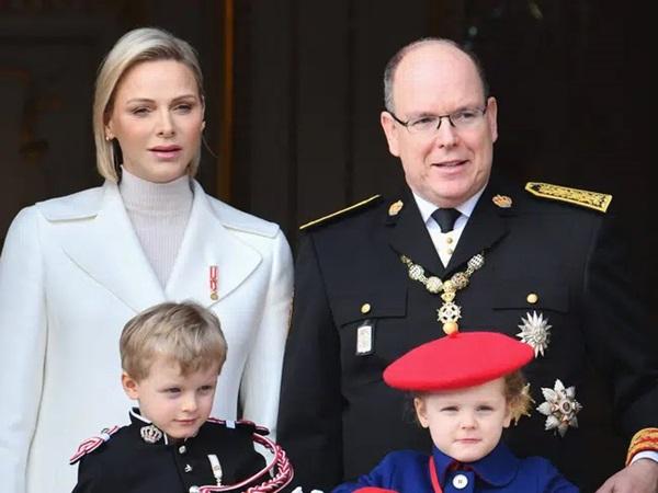 Lộ khoảnh khắc đôi mắt u sầu đằng sau mái tóc cạo nửa đầu nổi loạn của Vương phi Monaco: Chưa từng có lấy một ngày hạnh phúc trọn vẹn!-4