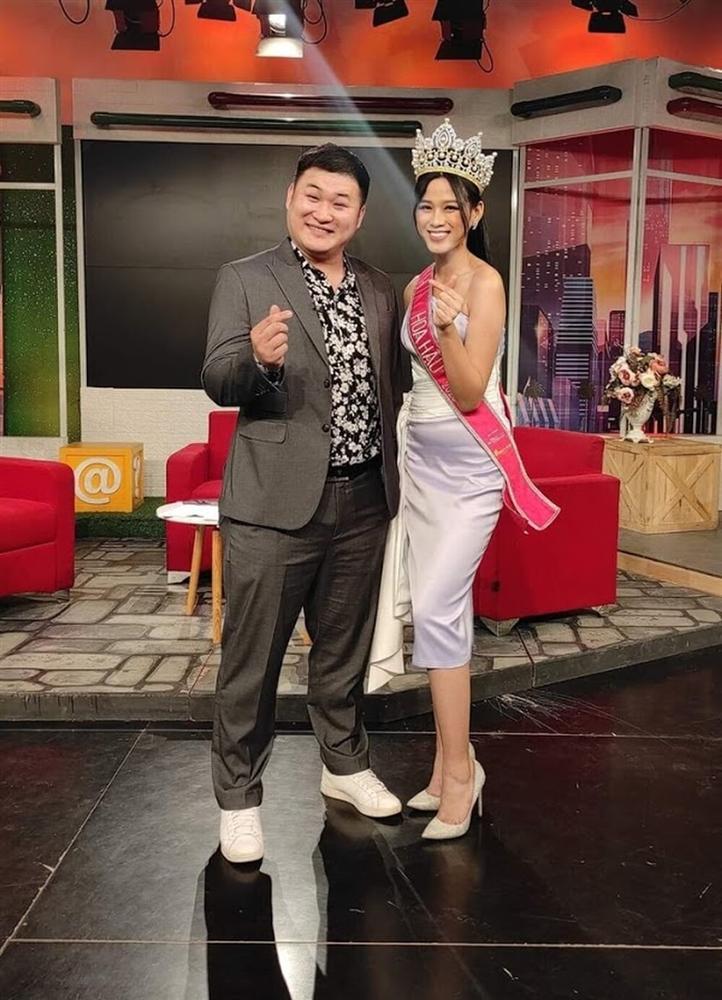 Đăng quang chưa lâu, HH Đỗ Thị Hà đã bị dí cho loạt váy áo kém đẹp vừa sến vừa lộ nhược điểm vóc dáng-1