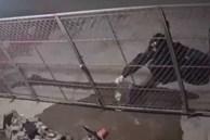 Kinh hoàng: Bị hàng xóm tưới xăng đốt nhà trong đêm, người phụ nữ mang thai cùng con nhỏ may mắn thoát chết