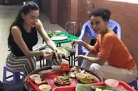 Vừa sinh mổ được hơn 1 tháng, Hồ Ngọc Hà đã cùng mẹ đi ăn món mà nhiều người đẻ xong không dám động đũa