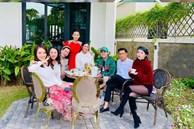 Việt Anh và Quỳnh Nga lại 'dính như sam' khi tụ tập cùng hội bạn thân