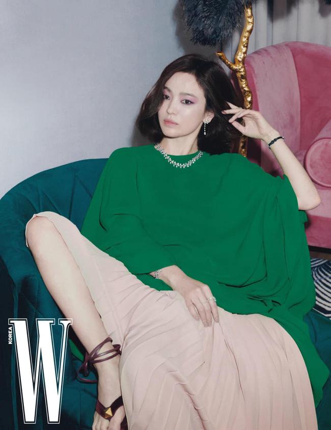Bài phỏng vấn gây sốt của Song Hye Kyo: Lần đầu công khai nói về cuộc sống hậu ly hôn, dũng cảm nhắc tới tình yêu sau khi Song Joong Ki rời đi-1