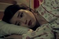 Giặt đồ sơ sinh giúp chị dâu, thấy thứ này rơi ra tôi rùng mình hiểu vì sao chị luôn đi ngủ lúc 7h tối
