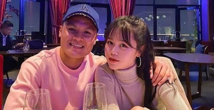 Huỳnh Anh - tình cũ Quang Hải khoe quà tặng đêm Giáng sinh, ngầm xác nhận đã có người yêu mới?-1