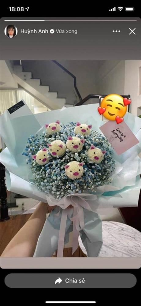 Huỳnh Anh - tình cũ Quang Hải khoe quà tặng đêm Giáng sinh, ngầm xác nhận đã có người yêu mới?-3