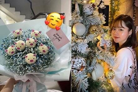 Huỳnh Anh - tình cũ Quang Hải khoe quà tặng đêm Giáng sinh, ngầm xác nhận đã có người yêu mới?