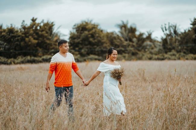 Sốc với bộ ảnh cưới trần trụi của cặp đôi chỉ quấn duy nhất tấm lá chuối, cô dâu tiết lộ phản ứng không tin nổi của phụ huynh-8