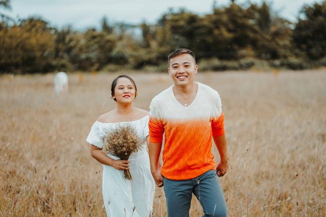 Sốc với bộ ảnh cưới trần trụi của cặp đôi chỉ quấn duy nhất tấm lá chuối, cô dâu tiết lộ phản ứng không tin nổi của phụ huynh-9