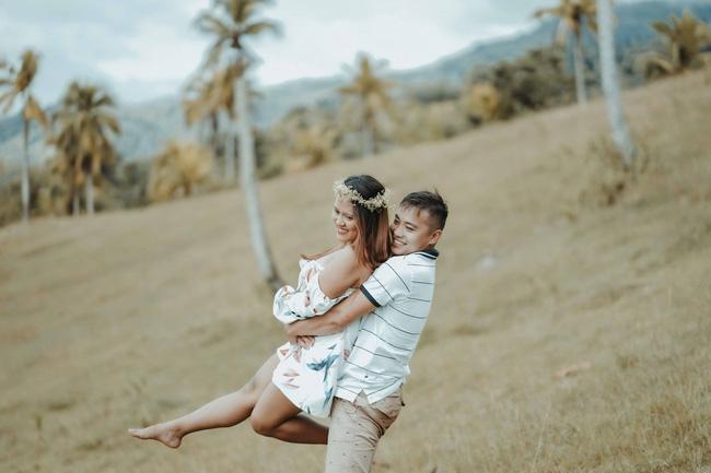 Sốc với bộ ảnh cưới trần trụi của cặp đôi chỉ quấn duy nhất tấm lá chuối, cô dâu tiết lộ phản ứng không tin nổi của phụ huynh-10