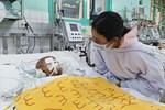 Người mẹ có con trai 4 tuổi bị đâm xuyên mắt, xuất huyết não: Cha mới chết 4 tháng, giờ con làm sao em không sống nổi-15