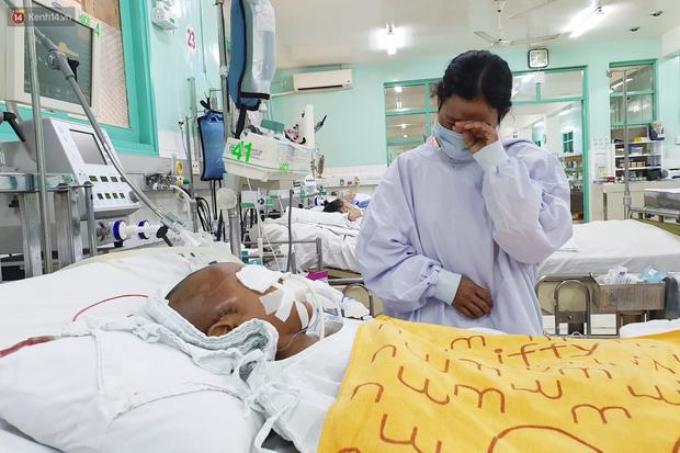 Người mẹ có con trai 4 tuổi bị đâm xuyên mắt, xuất huyết não: Cha mới chết 4 tháng, giờ con làm sao em không sống nổi-4
