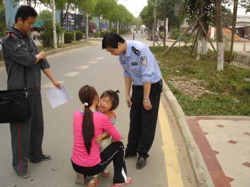 Con gái bị bắt cóc bỗng trở về nhà sau 5 năm, hàng xóm đến chúc mừng nhưng người cha lại lặng lẽ báo cảnh sát-7