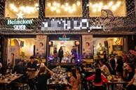 Khách hàng tố quán ăn Sài Gòn 'chém đẹp' dịp Noel: Tiền ăn 4,8 triệu đồng, phụ thu gần 1 triệu, thuế VAT 10% tính trên tổng hóa đơn đã có phụ thu