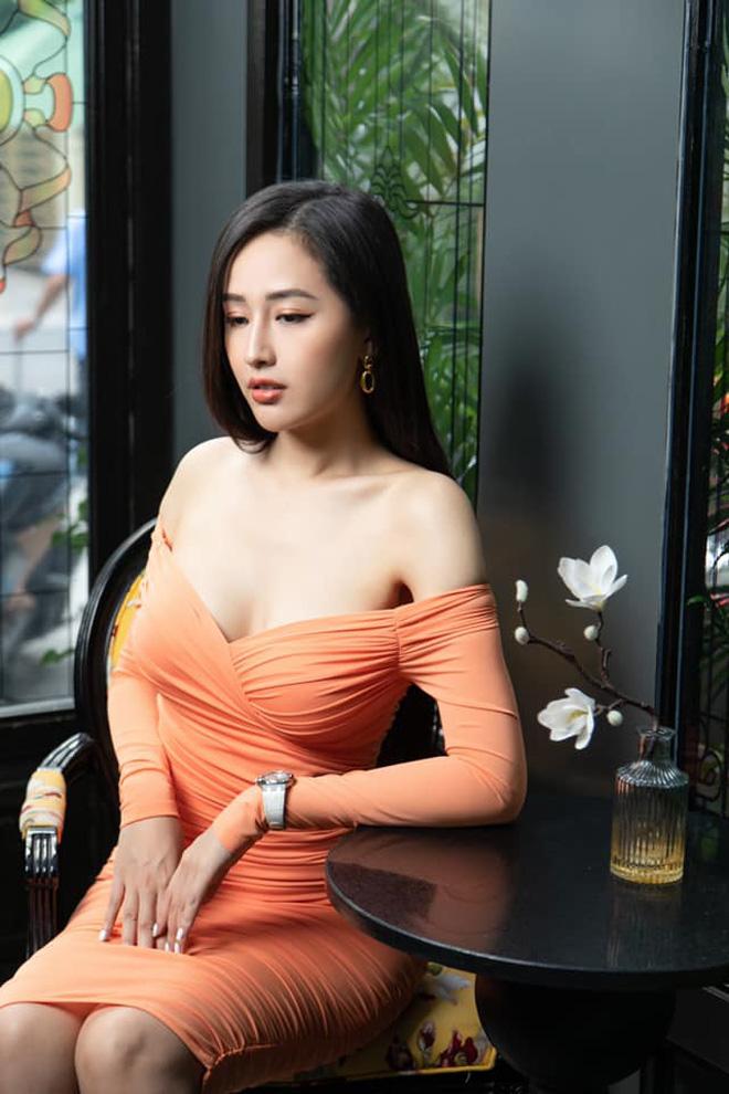 """Hậu bị chỉ trích vì ăn mặc phản cảm, Mai Phương Thuý có pha bẻ lái"""" xoay 180 độ gây ngỡ ngàng!-8"""