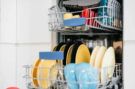 Máy rửa bát rửa xong vẫn bẩn nguyên, thậm chí còn bốc mùi: Hóa ra vì hai lỗi nhỏ rất nhiều người gặp mà chẳng biết xử lý sao