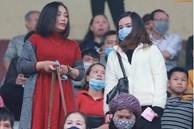 Viên Minh lần đầu tới sân cổ vũ Công Phượng sau khi làm đám cưới