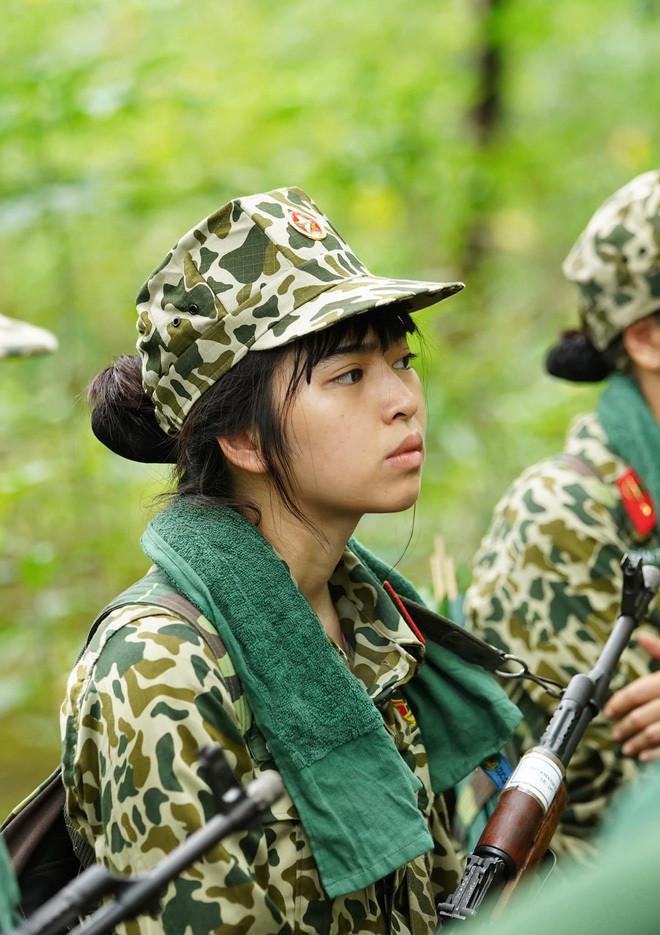 Khánh Vân bị cư dân mạng chỉ trích, hội chị em Sao nhập ngũ lập tức lên tiếng bênh vực-10