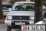Hai xế hộp Mercedes cùng đời, cùng biển số lưu thông trên đường phố Hà Nội-3