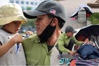 Chuyện 'gà trống ôm con' mưu sinh trên vỉa hè Hà Nội: Con vừa chào đời thì vợ mất, con 4 tuổi - 2 bố con đón đủ 4 cái Tết ngoài đường