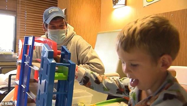 Bé trai 3 tuổi tại Mỹ bị đột quỵ sau khi mắc COVID-19-2