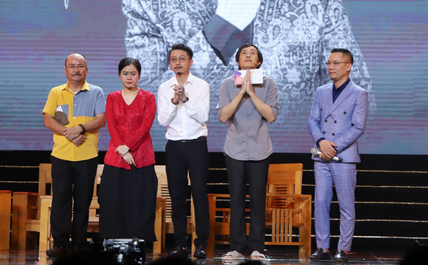 Nghệ sĩ Hoài Linh nghẹn ngào gửi lời cảm ơn nghệ sĩ Hoàng Sơn và khán giả về sự thiếu vắng của cố nghệ sĩ Chí Tài-4