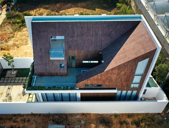 Cận cảnh căn biệt thự siêu sang, thiết kế 90% bằng gỗ của Tóc Tiên ở Đà Lạt-3