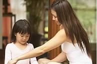'Mẹ ơi, bạn cùng bàn cứ sờ vào người con', câu trả lời thấu đáo của mẹ vừa xoa dịu vừa dạy con bài học xử lý tình huống tuyệt vời