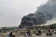 Video: Hiện trường vụ cháy lớn tại bãi phế liệu dưới chân cầu Thanh Trì