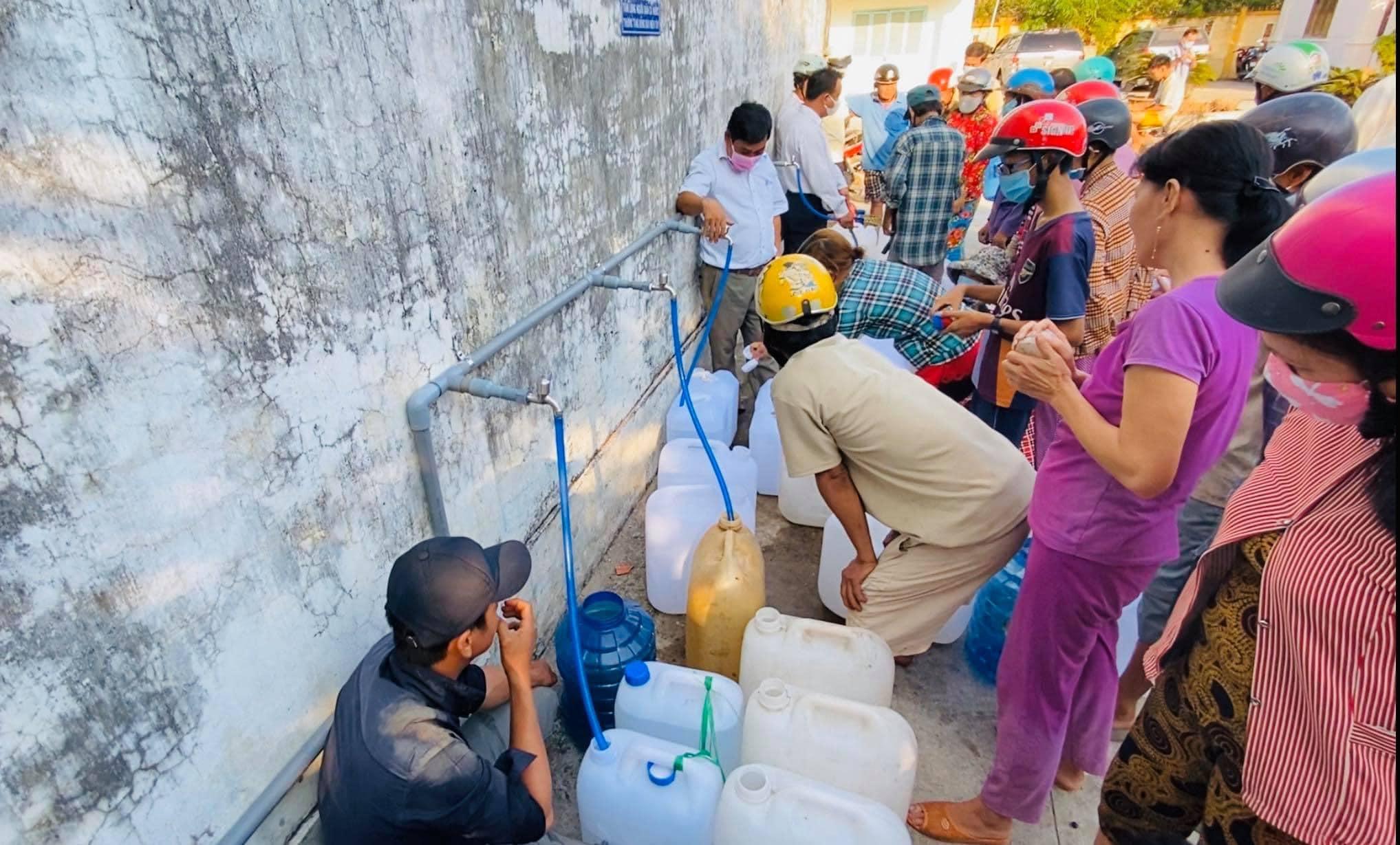 Thủy Tiên tổng kết năm 2020 biến động: quyên góp tổng cộng 194 tỷ đồng cứu trợ người dân miền Tây và miền Trung-3