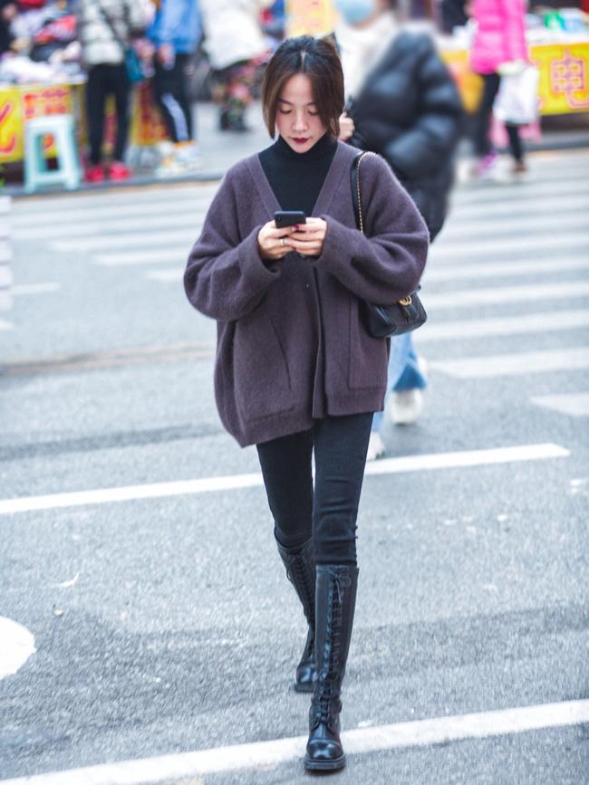 Street style trước thềm đi đón Giao thừa của các quý cô Châu Á: Dù trời lạnh vẫn mặc đẹp bất chấp-12