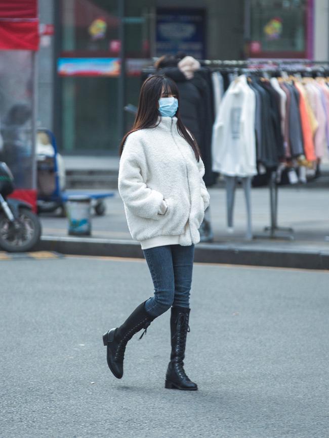 Street style trước thềm đi đón Giao thừa của các quý cô Châu Á: Dù trời lạnh vẫn mặc đẹp bất chấp-13