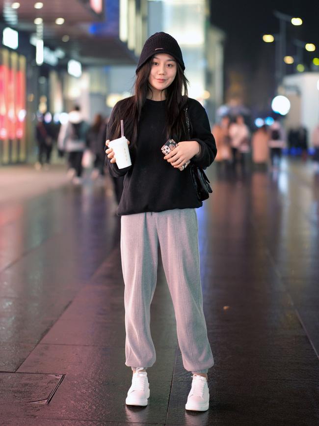 Street style trước thềm đi đón Giao thừa của các quý cô Châu Á: Dù trời lạnh vẫn mặc đẹp bất chấp-3