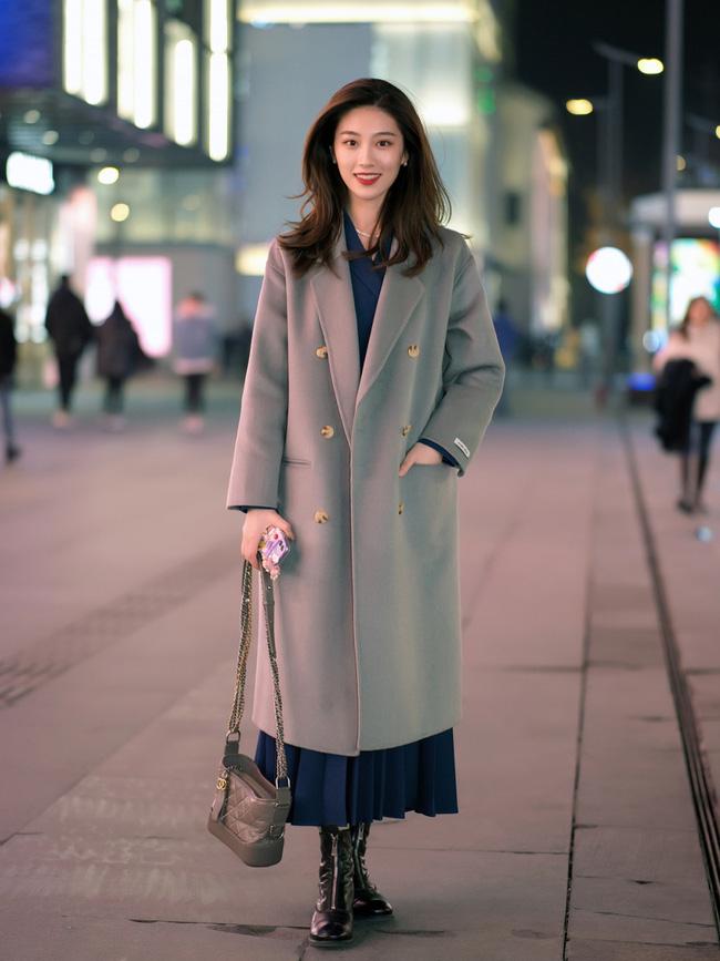 Street style trước thềm đi đón Giao thừa của các quý cô Châu Á: Dù trời lạnh vẫn mặc đẹp bất chấp-4