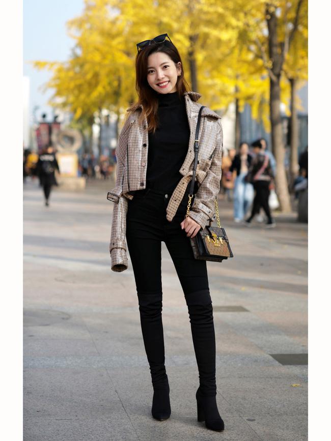 Street style trước thềm đi đón Giao thừa của các quý cô Châu Á: Dù trời lạnh vẫn mặc đẹp bất chấp-6